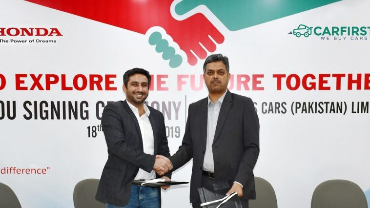 Carfirst and honda pakistan representatives shaking hands with each other