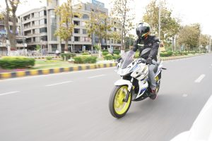A rider riding lifan kpr 200 on the road